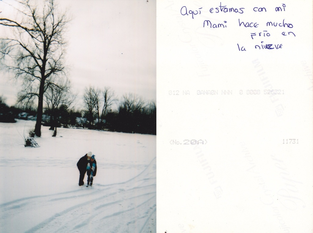 Aqui estamos con mi mami hace mucho frio en la nieve